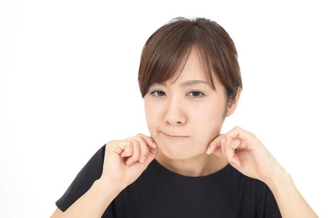 女性の顔のエラの張りはどうして起こる?原因から抑制方法を分析