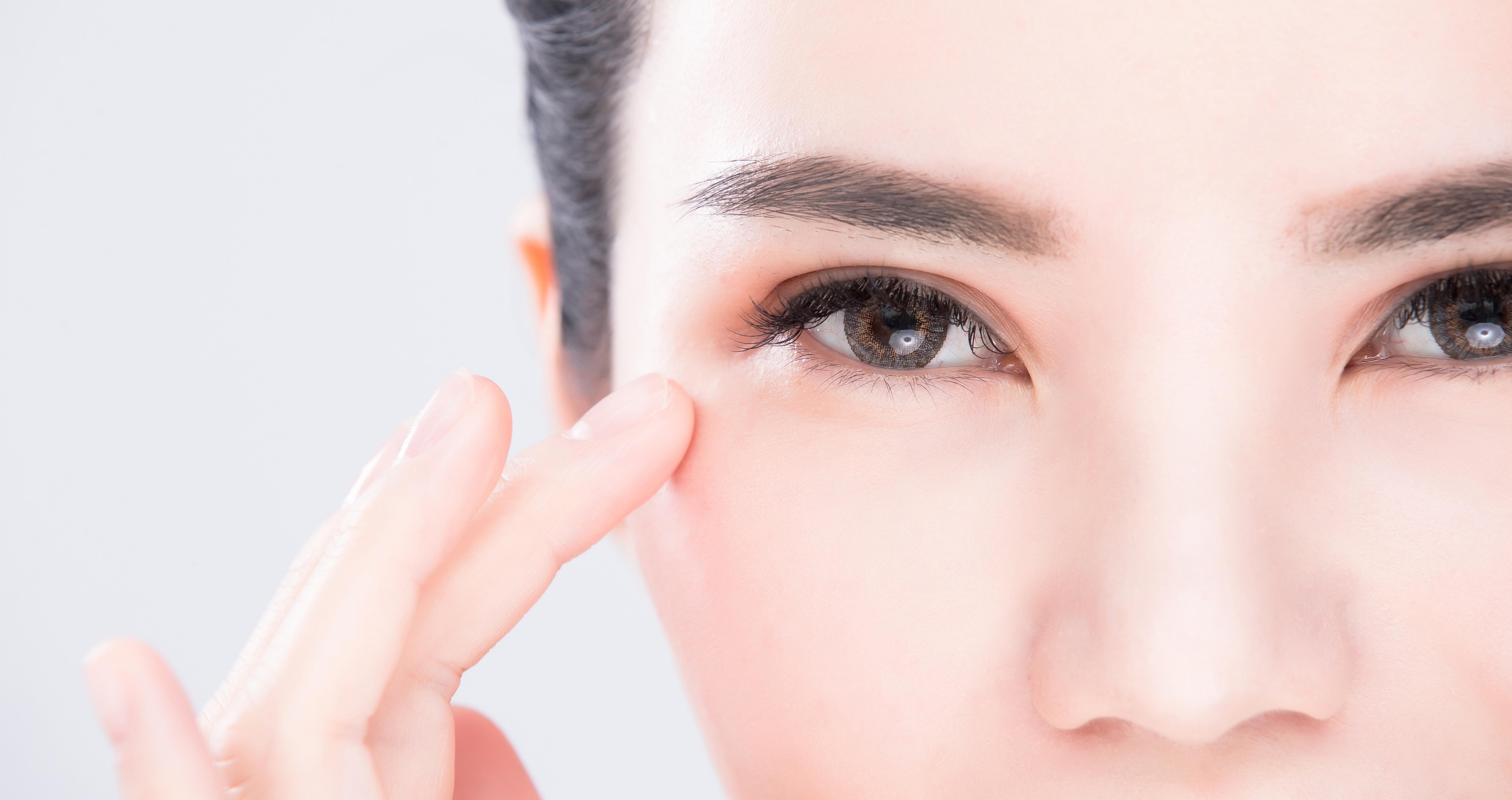 女性の方へ!目のたるみを改善する眉下リフトについて解説!