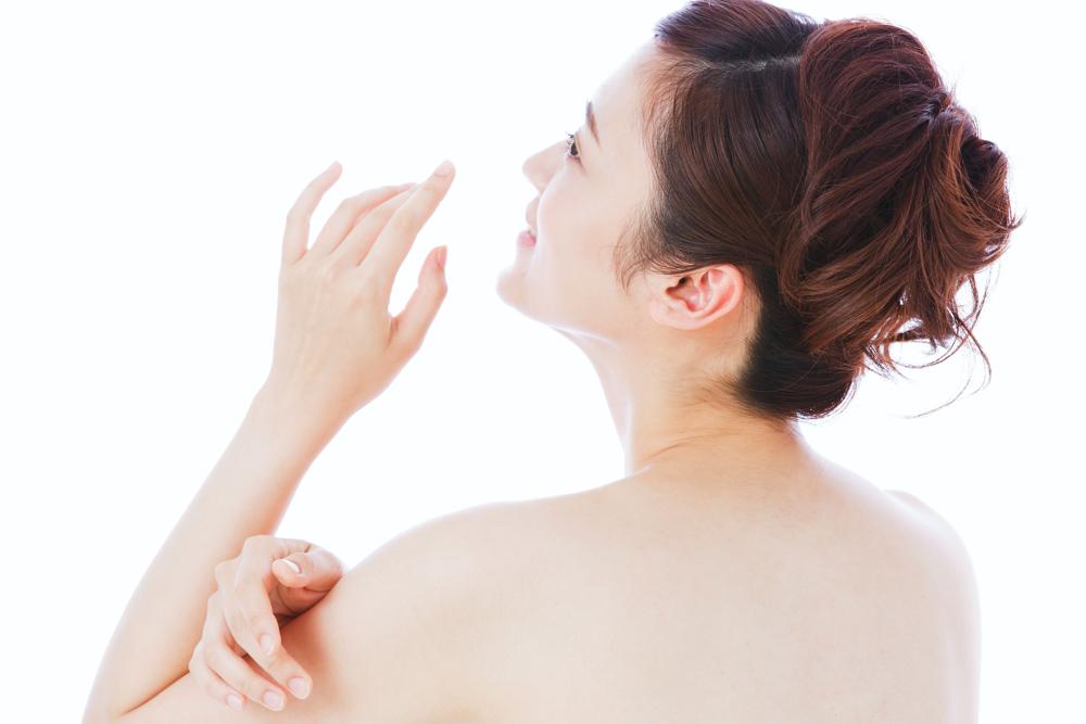 背中ニキビの治療をご検討中の方へ!皮膚科とエステサロンのどちらがおすすめ?